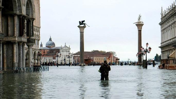 Cận cảnh dân Venice lóp ngóp trong dấu ấn vĩnh viễn - Ảnh 3.