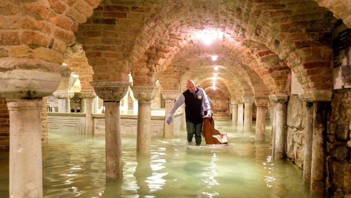 Cận cảnh dân Venice lóp ngóp trong dấu ấn vĩnh viễn - Ảnh 5.
