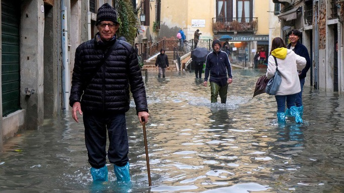 Cận cảnh dân Venice lóp ngóp trong dấu ấn vĩnh viễn - Ảnh 6.