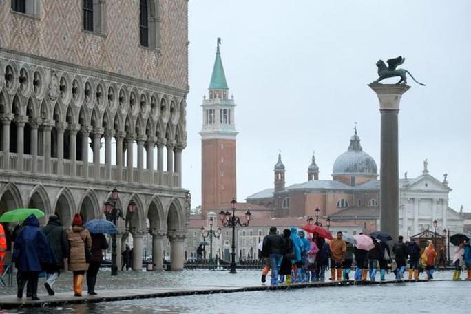 Cận cảnh dân Venice lóp ngóp trong dấu ấn vĩnh viễn - Ảnh 11.