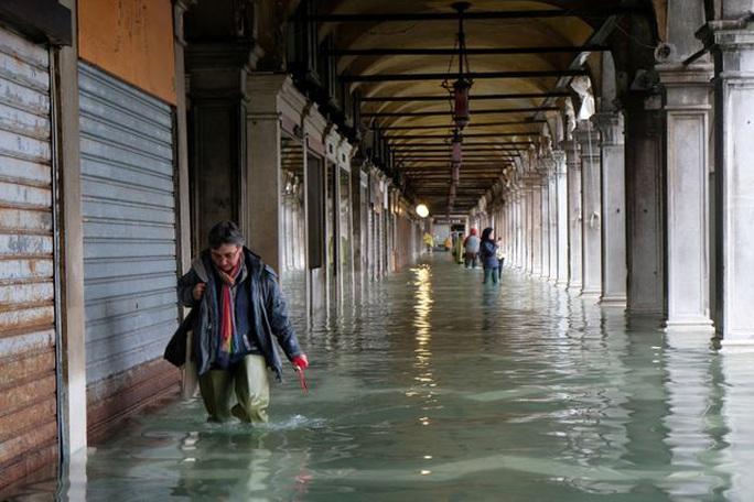 Cận cảnh dân Venice lóp ngóp trong dấu ấn vĩnh viễn - Ảnh 13.