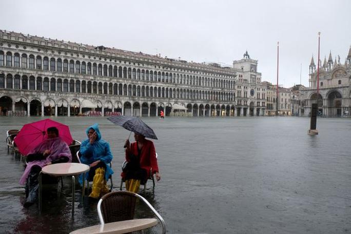 Cận cảnh dân Venice lóp ngóp trong dấu ấn vĩnh viễn - Ảnh 14.