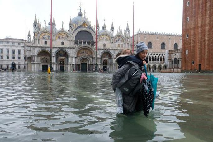 Cận cảnh dân Venice lóp ngóp trong dấu ấn vĩnh viễn - Ảnh 15.