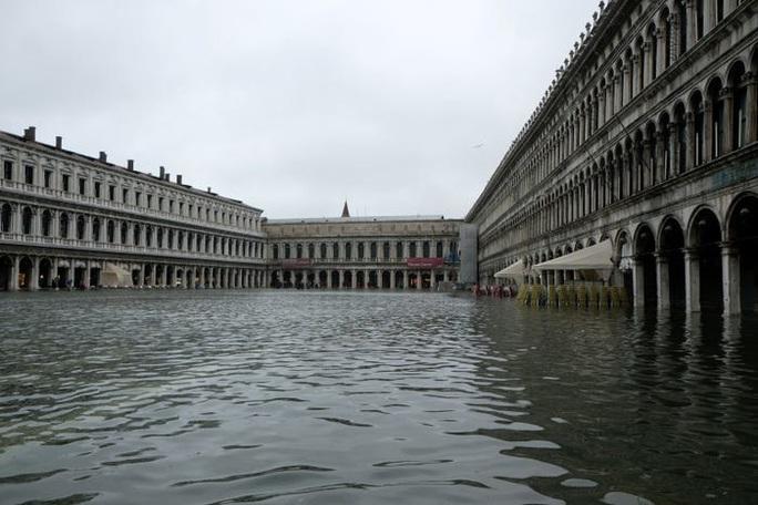 Cận cảnh dân Venice lóp ngóp trong dấu ấn vĩnh viễn - Ảnh 2.