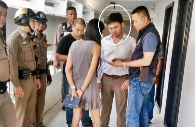 Trợ lý luật sư bắn chết cựu tướng cảnh sát tại tòa - Ảnh 1.