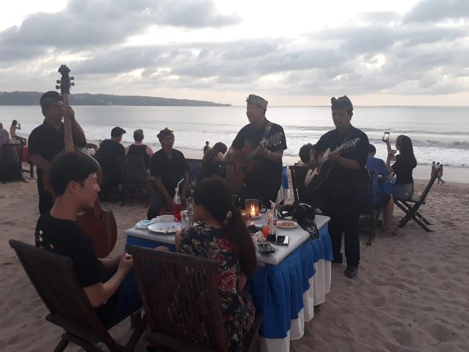 Chiều chuộng mọi giác quan trong bữa tối Bali - Ảnh 6.