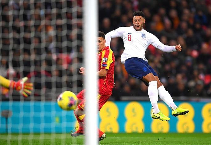 Mưa kỷ lục ở Wembley, tuyển Anh đoạt vé dự Euro 2020 - Ảnh 2.