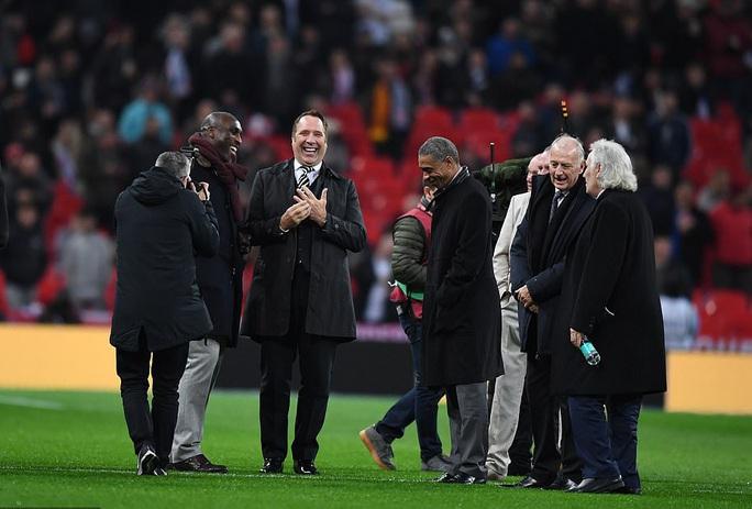 Mưa kỷ lục ở Wembley, tuyển Anh đoạt vé dự Euro 2020 - Ảnh 1.