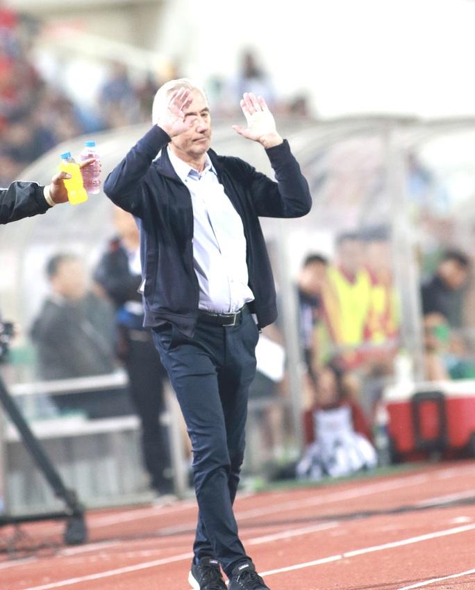 """Thầy Park """"đá bay"""" 5 ghế HLV, lần này đến ghế của ông Marwijk? - Ảnh 1."""