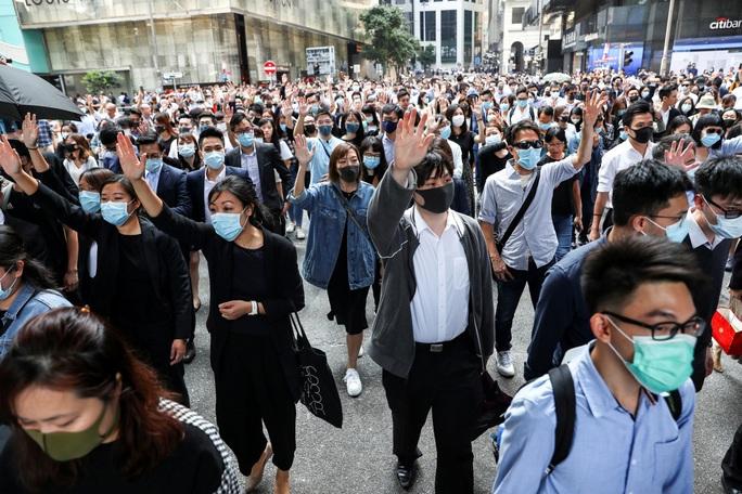 Người đứng đầu cơ quan tư pháp Hồng Kông bị tấn công - Ảnh 2.