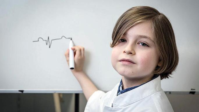 Thiên tài 9 tuổi siêu thông minh tốt nghiệp đại học - Ảnh 1.