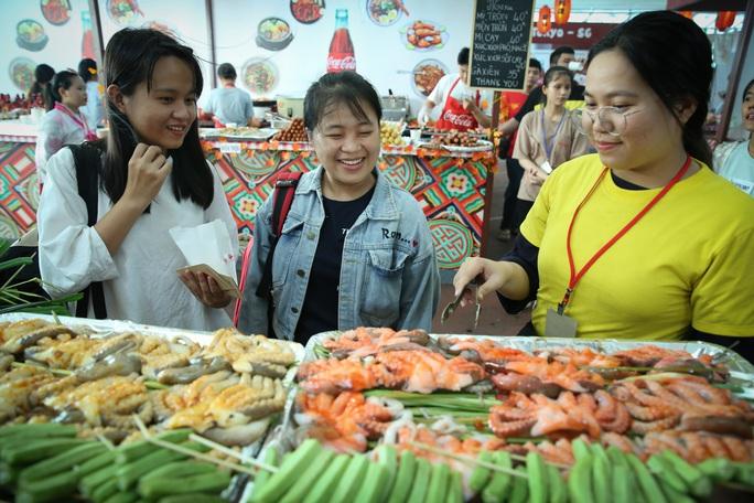 Hàng loạt món ăn độc, lạ khắp châu Á hút giới trẻ TP HCM - Ảnh 14.