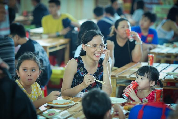 Hàng loạt món ăn độc, lạ khắp châu Á hút giới trẻ TP HCM - Ảnh 3.