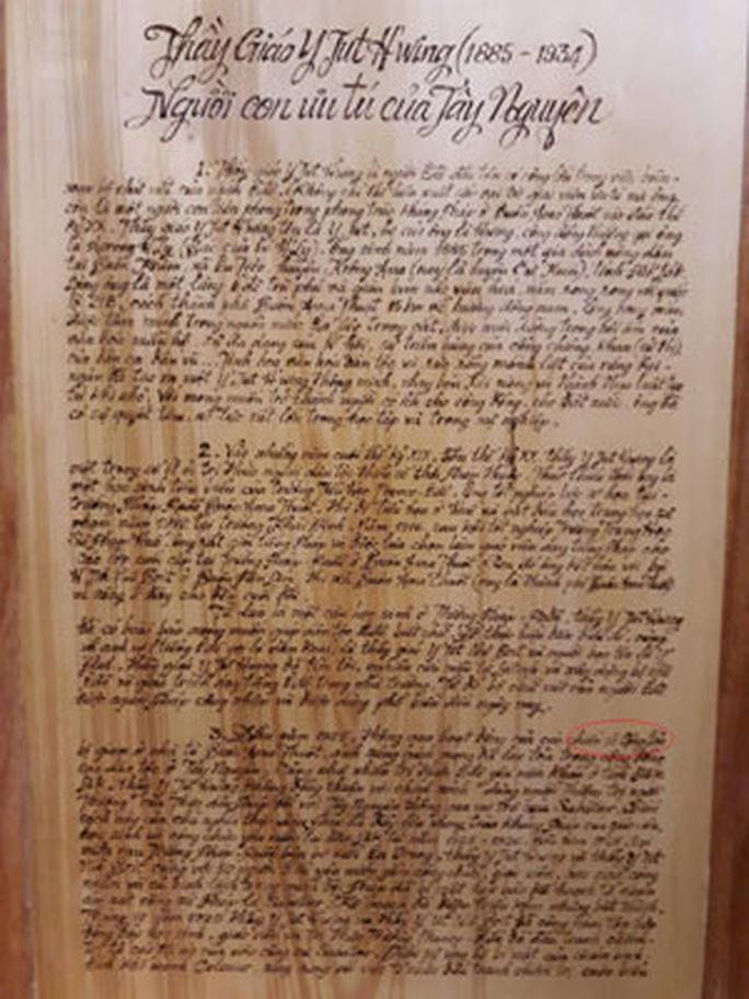 Sửa sách gỗ ở Bảo tàng Đắk Lắk: Lợn què thành lợn gãy chân! - Ảnh 1.