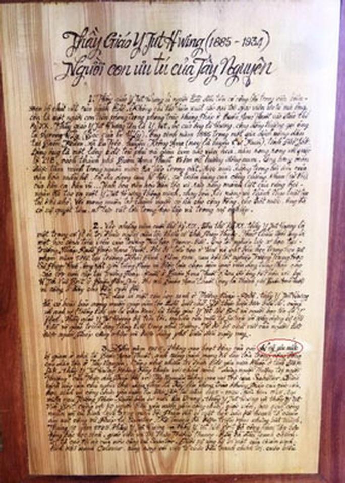 Sửa sách gỗ ở Bảo tàng Đắk Lắk: Lợn què thành lợn gãy chân! - Ảnh 2.