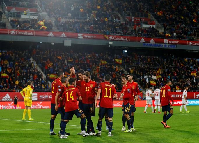 Cazorla trở lại, Tây Ban Nha vượt qua vòng loại Euro 2020 - Ảnh 3.