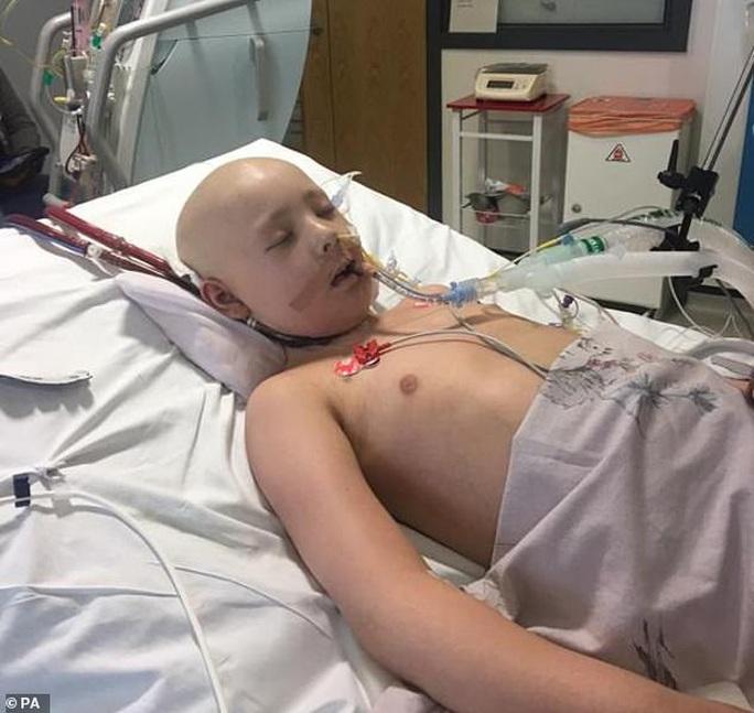 Bé 10 tuổi chiến thắng ung thư nhưng lại chết vì nước nhiễm khuẩn - Ảnh 2.