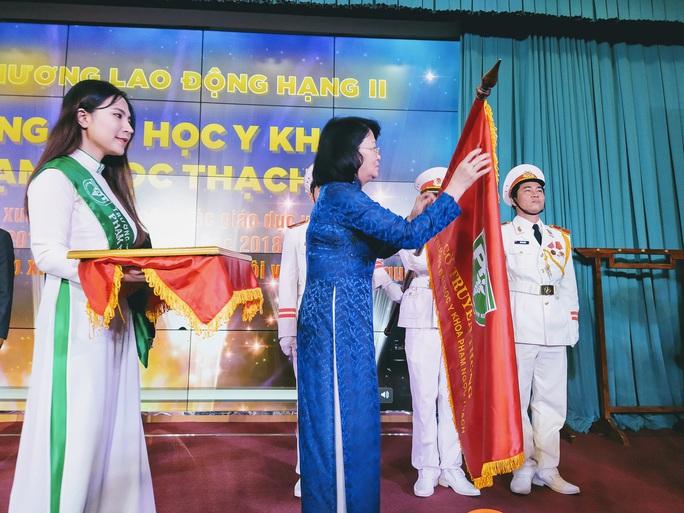 Trường ĐH Y khoa Phạm Ngọc Thạch đón nhận Huân chương Lao Động hạng Nhì - Ảnh 1.