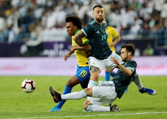 Messi tái xuất, Argentina hạ Brazil, đoạt cúp siêu kinh điển Nam Mỹ - Ảnh 4.
