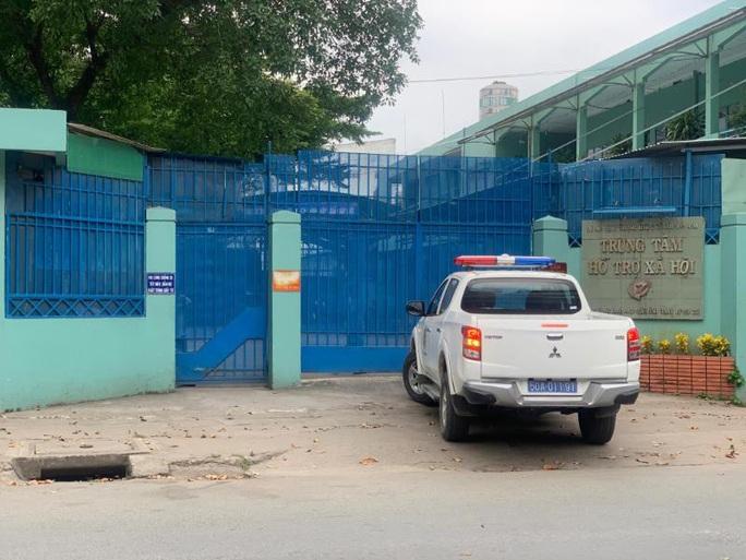 Vụ nhân viên Trung tâm Hỗ trợ xã hội bị tố dâm ô trẻ em: Bắt ông Nguyễn Tiến Dũng - Ảnh 1.