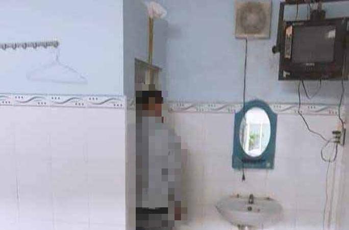 Nhân viên nhà trọ tá hỏa phát hiện khách treo cổ trước phòng vệ sinh - Ảnh 1.