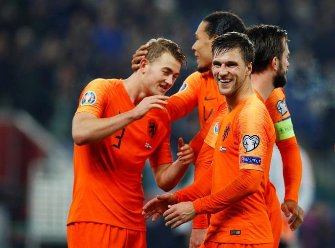 Á quân châu Âu Hà Lan vỡ òa niềm vui ngày trở lại Euro - Ảnh 8.