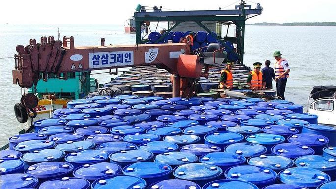 Buôn lậu xăng dầu trên biển: Cần sửa luật để xử lý hình sự - Ảnh 1.
