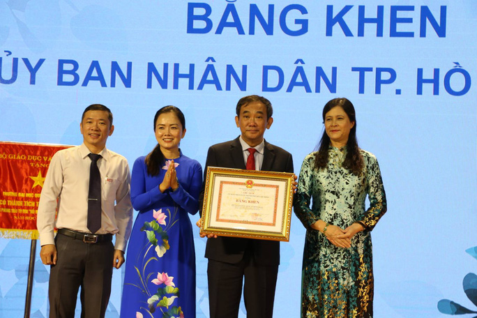 """PGS- TS Hồ Thanh Phong nói chuyện """"phao"""" trong giáo dục - Ảnh 1."""