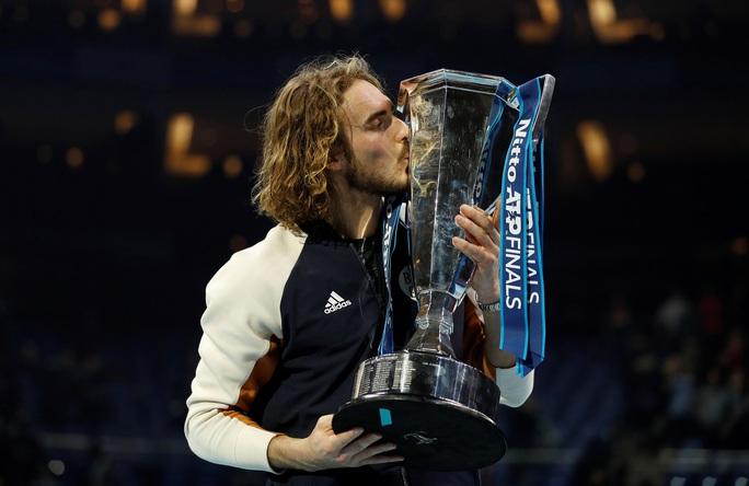 Clip Tsitsipas lần đầu dự giải và đăng quang ATP Finals 2019 - Ảnh 6.