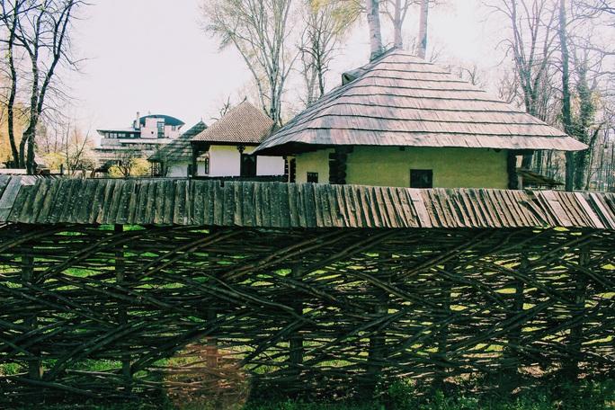 Dạo quanh bảo tàng làng lộ thiên, hít mùi rơm rạ - Ảnh 7.