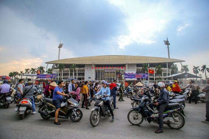 Vé chợ đen trận Việt Nam-Thái Lan: Phe vé thổi giá chóng mặt 7-9 triệu đồng/cặp - Ảnh 3.