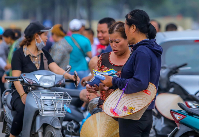 Vé chợ đen trận Việt Nam-Thái Lan: Phe vé thổi giá chóng mặt 7-9 triệu đồng/cặp - Ảnh 7.