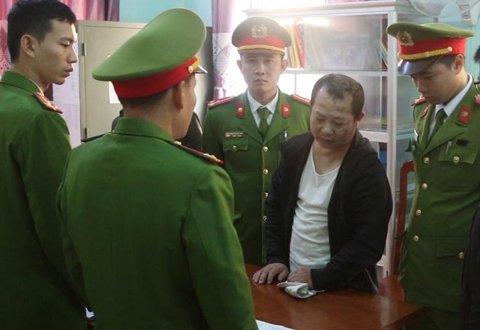 Bắt giam chủ nhà nghỉ chứa hàng chục nữ nhân viên đi khách với giá 300.000 đồng/lượt - Ảnh 1.