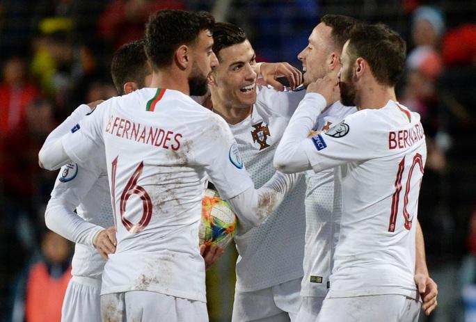 Ronaldo ghi bàn thứ 99, Bồ Đào Nha lách khe cửa hẹp dự Euro - Ảnh 5.