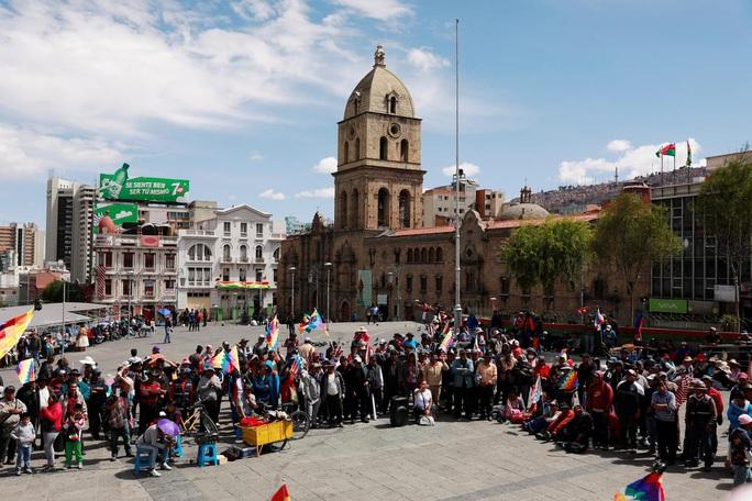 """Cạn kiệt thức ăn, người dân Bolivia chờ """"mưa rào"""" từ trên không - Ảnh 2."""