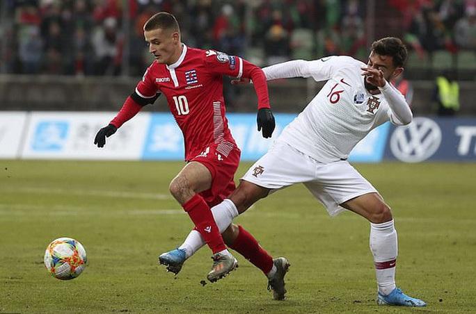 Ronaldo ghi bàn thứ 99, Bồ Đào Nha lách khe cửa hẹp dự Euro - Ảnh 3.