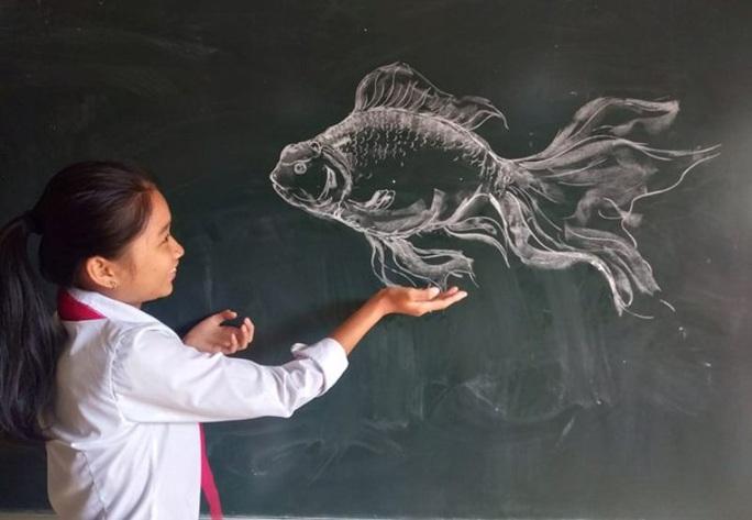Thầy giáo vẽ tranh bằng phấn trắng trên bảng đen khiến học trò thích thú, cuốn hút mỗi giờ học - Ảnh 10.