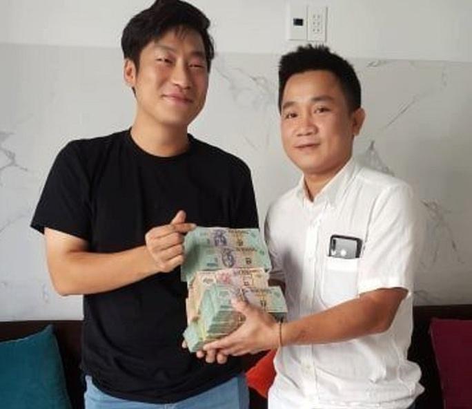 Khách Hàn Quốc bỏ 1,6 tỉ đồng hớ hênh, chủ nhà hàng Hội An giữ hộ - Ảnh 1.