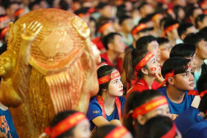 Trận Việt Nam - Thái Lan: HLV Park Hang-seo cảm giác trọng tài Oman thổi sai - Ảnh 2.
