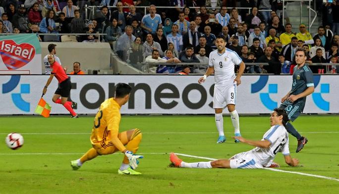Suarez và Messi lập công nghẹt thở ở siêu kinh điển River Plate - Ảnh 3.