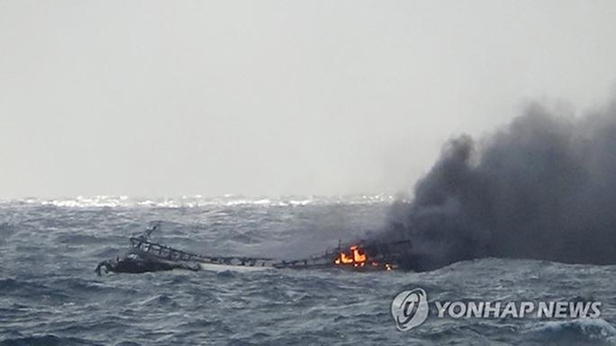 6 thuyền viên Việt Nam mất tích trong vụ cháy tàu ở Hàn Quốc - Ảnh 1.