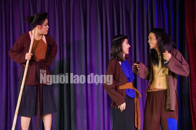 NSND Kim Xuân cảm kích trước con đò của nghệ sĩ Quốc Thảo - Ảnh 3.
