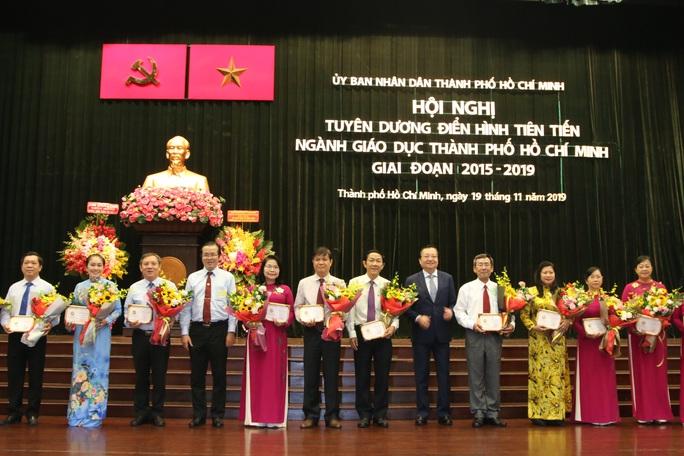 TP HCM: Vinh danh thầy cô hết lòng vì học sinh thân yêu - Ảnh 1.