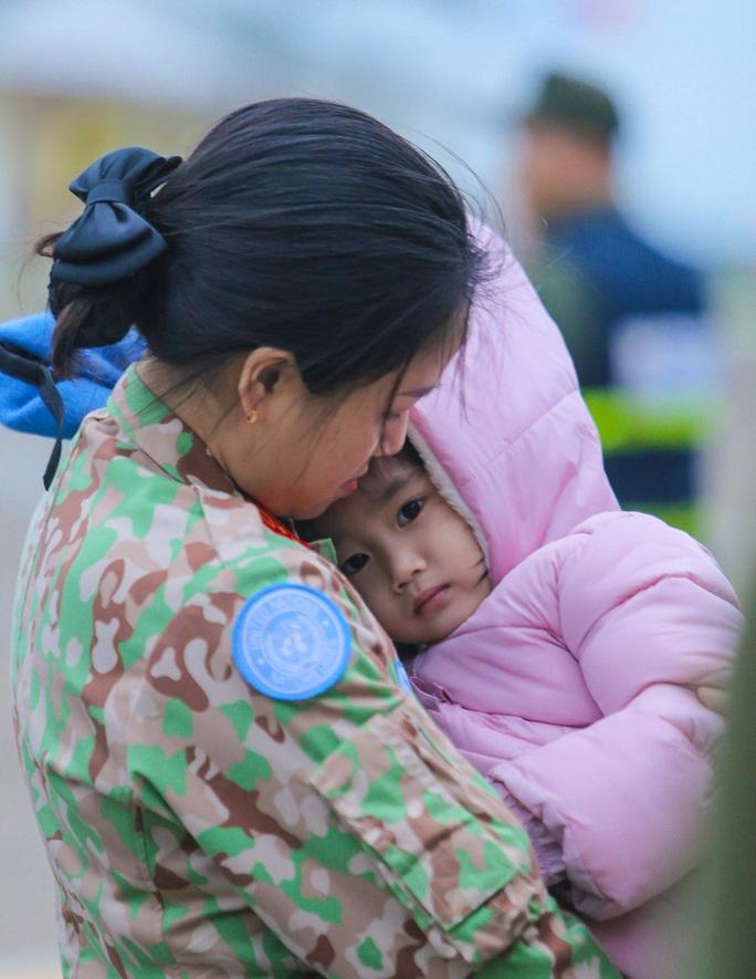 Cận cảnh ngựa thồ C-17 đưa Bệnh viện dã chiến lên đường gìn giữ hòa bình Liên Hiệp Quốc - Ảnh 6.