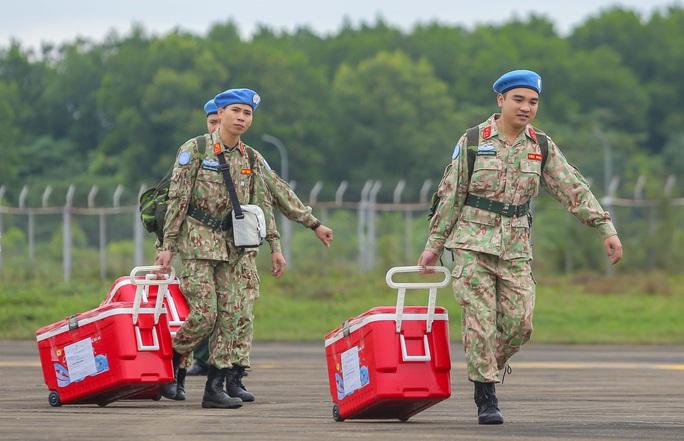 Cận cảnh ngựa thồ C-17 đưa Bệnh viện dã chiến lên đường gìn giữ hòa bình Liên Hiệp Quốc - Ảnh 21.