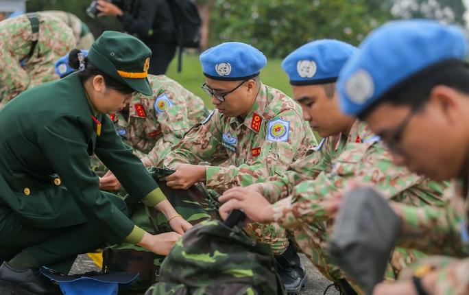 Cận cảnh ngựa thồ C-17 đưa Bệnh viện dã chiến lên đường gìn giữ hòa bình Liên Hiệp Quốc - Ảnh 20.