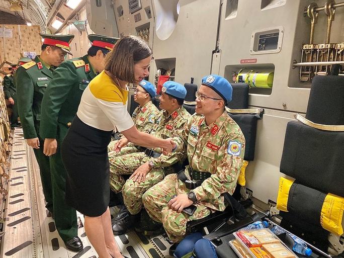 Cận cảnh ngựa thồ C-17 đưa Bệnh viện dã chiến lên đường gìn giữ hòa bình Liên Hiệp Quốc - Ảnh 32.