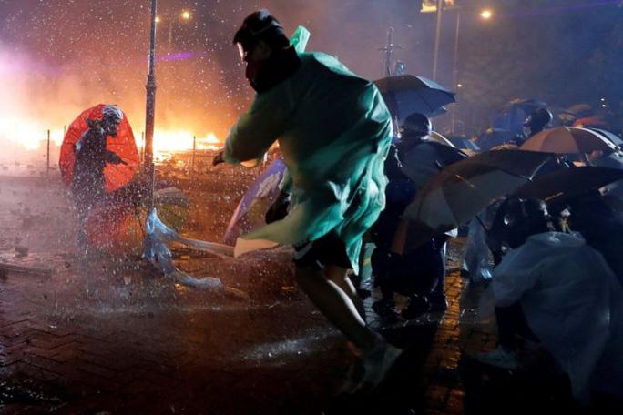 Bế tắc Hồng Kông chưa có lối thoát sau đêm căng thẳng - Ảnh 5.