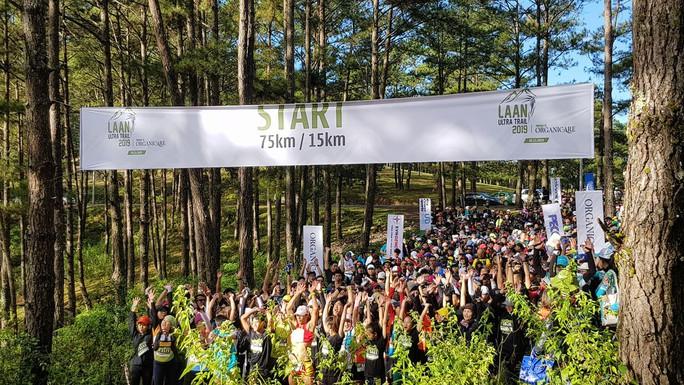 Hàng ngàn người chạy bộ xuyên rừng quốc gia Bidoup Núi Bà  - Ảnh 2.