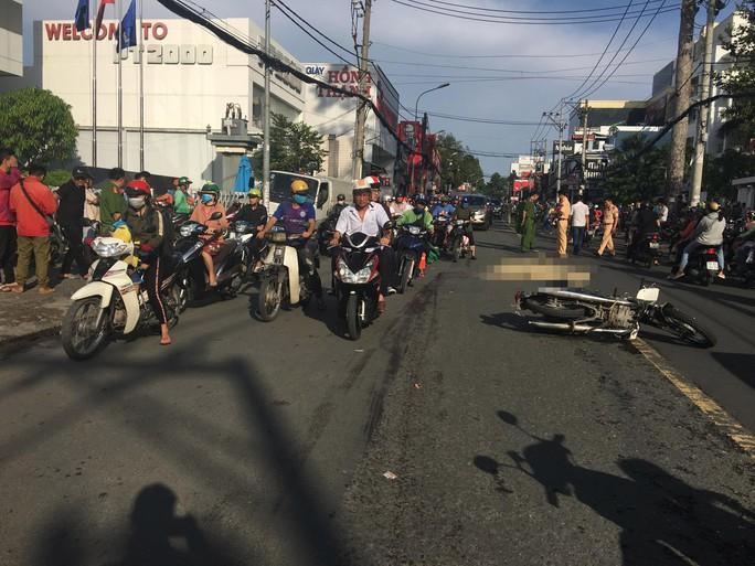 Tai nạn trên đường Võ Văn Ngân, Phó Viện trưởng Viện KSND quận 9 tử vong - Ảnh 1.